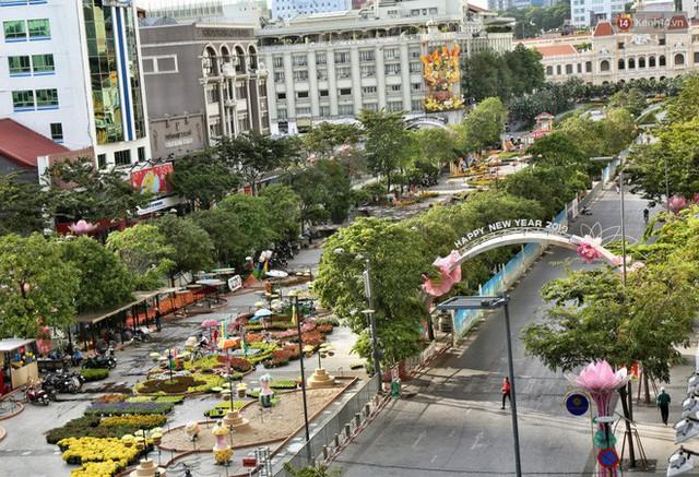 Cận cảnh đường hoa Nguyễn Huệ ở Sài Gòn trước giờ khai mạc đón Tết Kỷ Hợi 2019 - Ảnh 1.