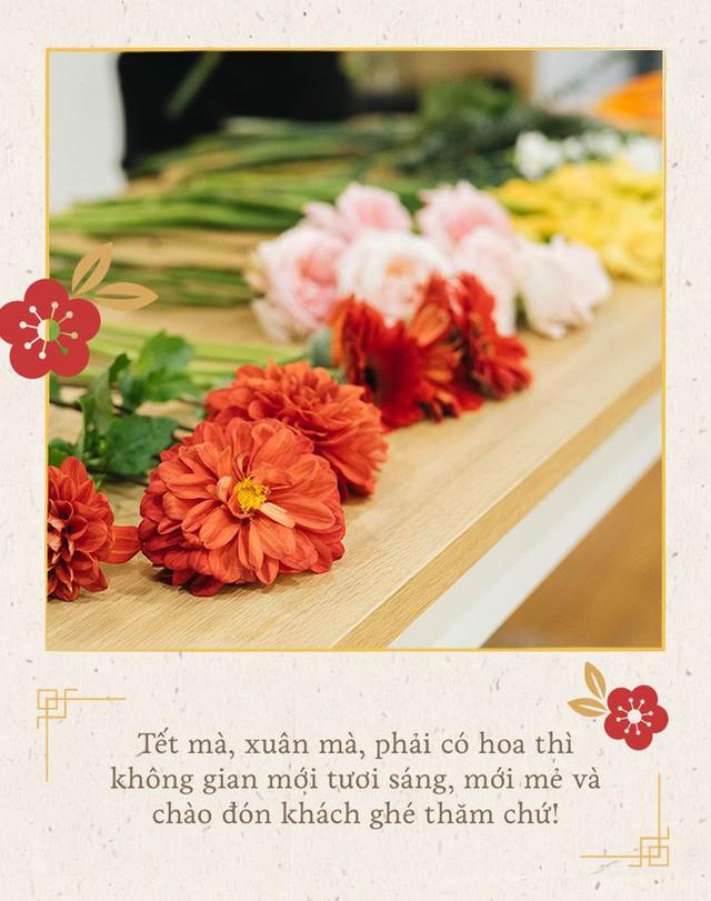 Mẹ 8x Hà Nội hướng dẫn 3 cách dùng hoa truyền thống, giá dưới 500 ngàn để trang trí nhà đón Tết - Ảnh 1.