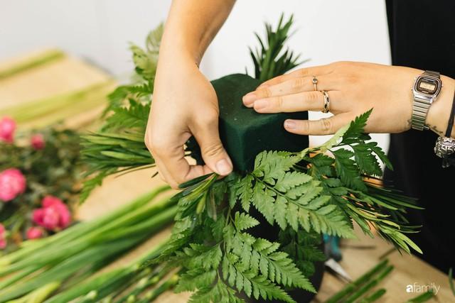 Mẹ 8x Hà Nội hướng dẫn 3 cách dùng hoa truyền thống, giá dưới 500 ngàn để trang trí nhà đón Tết - Ảnh 13.