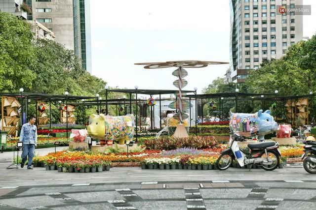 Cận cảnh đường hoa Nguyễn Huệ ở Sài Gòn trước giờ khai mạc đón Tết Kỷ Hợi 2019 - Ảnh 17.