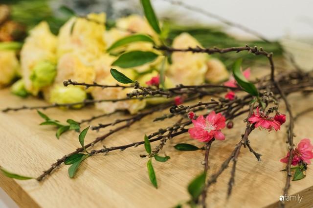 Mẹ 8x Hà Nội hướng dẫn 3 cách dùng hoa truyền thống, giá dưới 500 ngàn để trang trí nhà đón Tết - Ảnh 19.