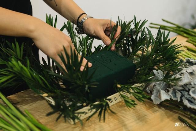 Mẹ 8x Hà Nội hướng dẫn 3 cách dùng hoa truyền thống, giá dưới 500 ngàn để trang trí nhà đón Tết - Ảnh 20.