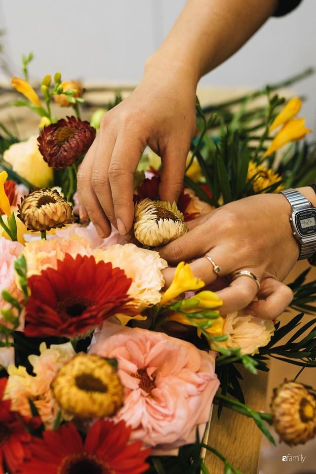 Mẹ 8x Hà Nội hướng dẫn 3 cách dùng hoa truyền thống, giá dưới 500 ngàn để trang trí nhà đón Tết - Ảnh 21.