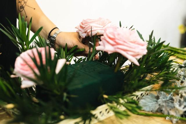 Mẹ 8x Hà Nội hướng dẫn 3 cách dùng hoa truyền thống, giá dưới 500 ngàn để trang trí nhà đón Tết - Ảnh 25.