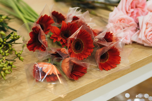 Mẹ 8x Hà Nội hướng dẫn 3 cách dùng hoa truyền thống, giá dưới 500 ngàn để trang trí nhà đón Tết - Ảnh 26.