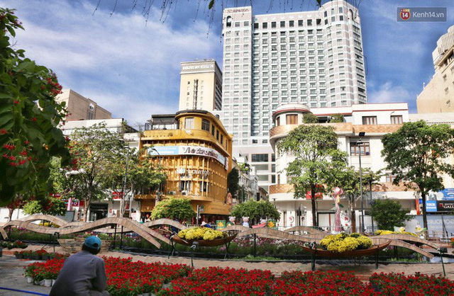 Cận cảnh đường hoa Nguyễn Huệ ở Sài Gòn trước giờ khai mạc đón Tết Kỷ Hợi 2019 - Ảnh 6.