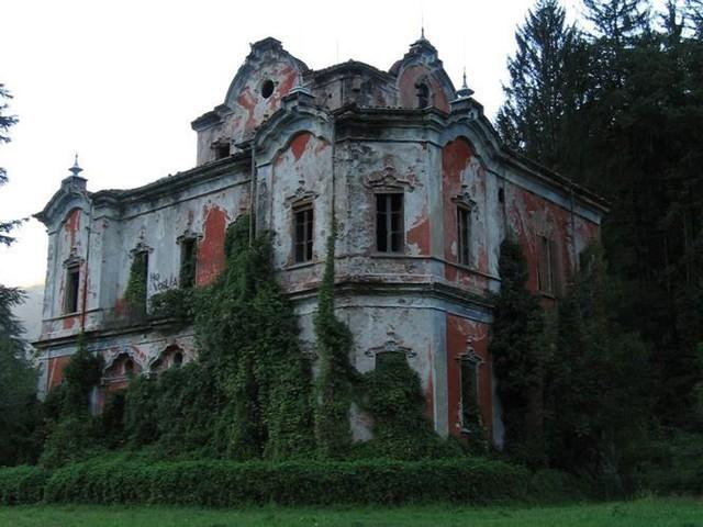 """10 biệt thự bị bỏ hoang từng được coi là """"đỉnh cao xa xỉ"""" - Ảnh 9."""