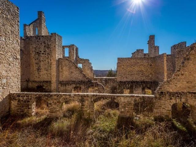 """10 villa bị bỏ hoang từng được coi là """"đỉnh cao xa xỉ"""" - Ảnh 10."""