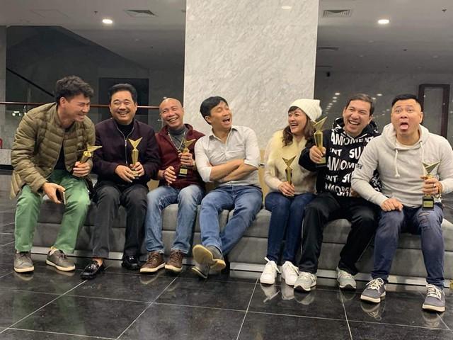"""Chia sẻ gây xúc động của Xuân Bắc trong buổi tập đầu tiên cho Táo Quân 2019: """"Đeo kính cả rồi các anh ạ, 16 năm một chương trình"""" - Ảnh 3."""