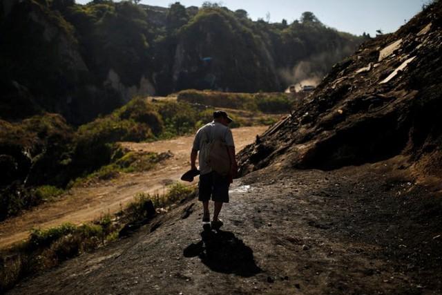 Cuộc sống cơ cực của những người chuyên đi bới rác ở Guatemala - Ảnh 1.