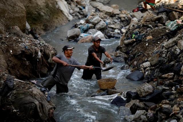 Cuộc sống cơ cực của những người chuyên đi bới rác ở Guatemala - Ảnh 11.