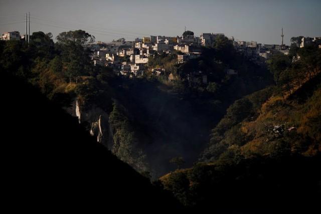 Cuộc sống cơ cực của những người chuyên đi bới rác ở Guatemala - Ảnh 12.