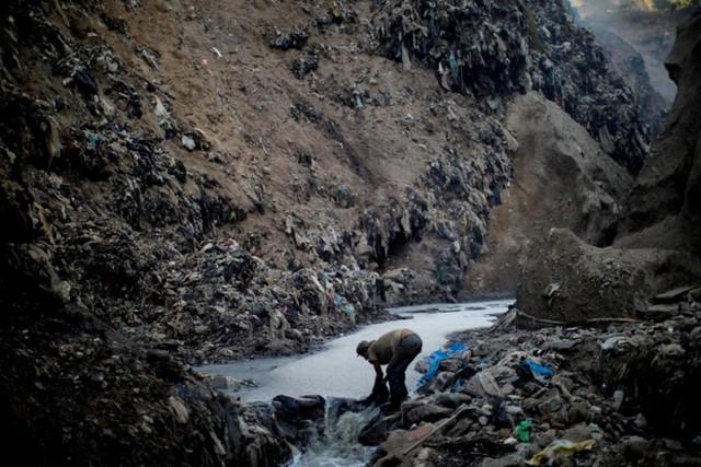 Cuộc sống cơ cực của những người chuyên đi bới rác ở Guatemala - Ảnh 5.