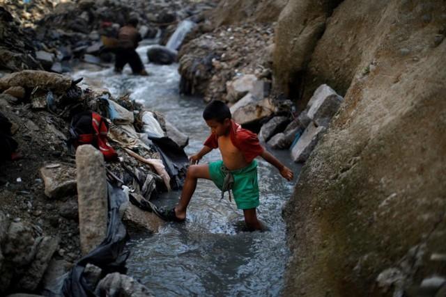 Cuộc sống cơ cực của những người chuyên đi bới rác ở Guatemala - Ảnh 6.