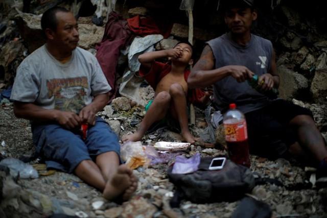 Cuộc sống cơ cực của những người chuyên đi bới rác ở Guatemala - Ảnh 7.