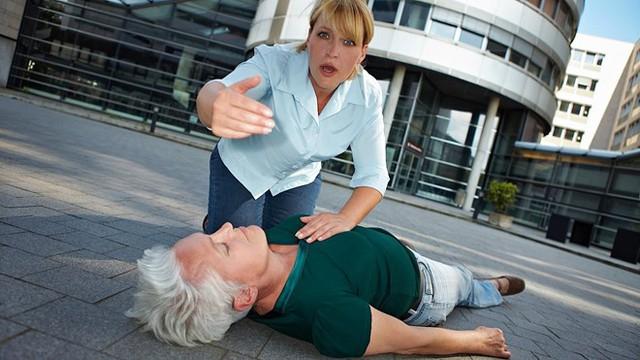 Nguyên Viện trưởng Viện Tim mạch cảnh báo 2 thủ phạm gây đột quỵ rất nhiều người mắc - Ảnh 2.