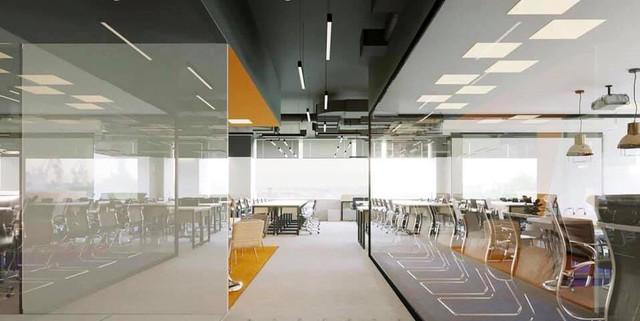 Ngắm văn phòng làm việc đẹp nhất Vịnh Bắc Bộ của Startup công nghệ Ahamove - Ảnh 3.