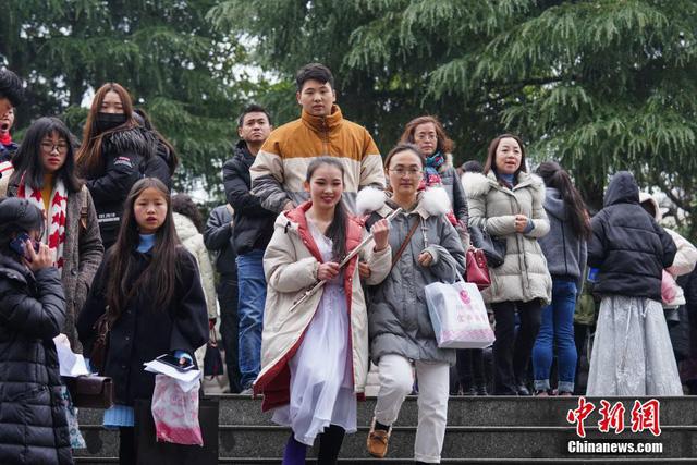 Cả một trời trai xinh gái đẹp xúng xính váy áo cổ trang dự thi vào trường nghệ thuật lớn hàng đầu ở Trung Quốc - Ảnh 4.