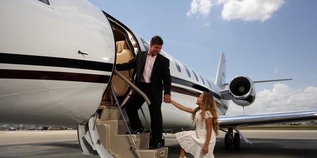 Nghỉ phép kiểu siêu giàu: Đốt cả triệu đô để có chuyến du lịch sinh tồn không đụng hàng - Ảnh 2.