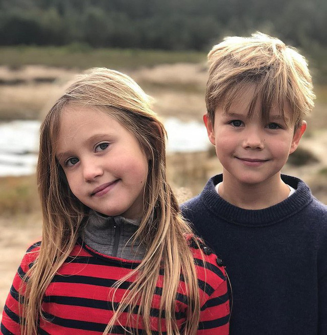 Hai bé sinh đôi Hoàng gia Đan Mạch gây sốt với vẻ xinh xắn khó cưỡng, vượt mặt cả George và Charlotte nước Anh - Ảnh 6.