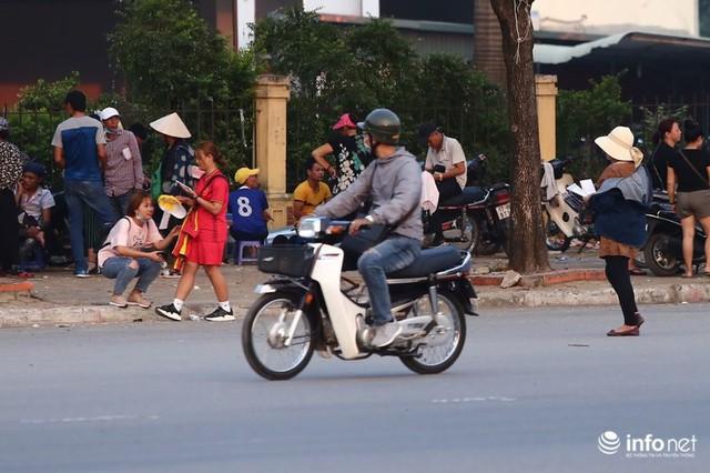 Vé chợ đen trận Việt Nam gặp Malaysia chênh cả chỉ vàng, vẫn đắt như tôm tươi - Ảnh 1.