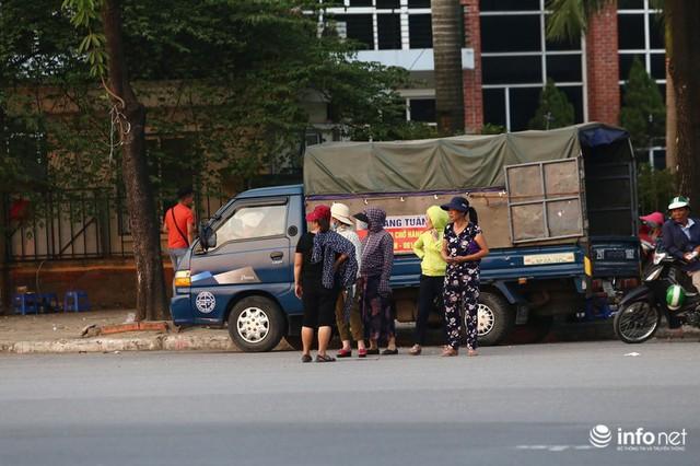 Vé chợ đen trận Việt Nam gặp Malaysia chênh cả chỉ vàng, vẫn đắt như tôm tươi - Ảnh 2.