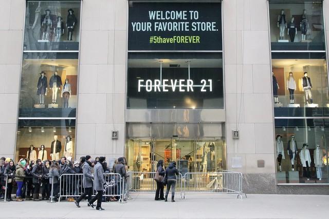 """Forever 21: """"Giấc mơ Mỹ"""" của đôi vợ chồng người Hàn từ bàn tay trắng tạo dựng đế chế thời trang nổi tiếng, trở thành tỷ phú đáng ngưỡng mộ - Ảnh 4."""