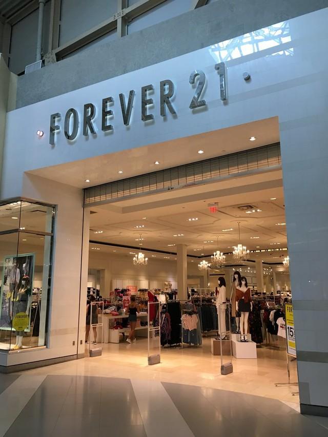 """Forever 21: """"Giấc mơ Mỹ"""" của đôi vợ chồng người Hàn từ bàn tay trắng tạo dựng đế chế thời trang nổi tiếng, trở thành tỷ phú đáng ngưỡng mộ - Ảnh 7."""