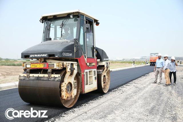 Lần đầu tiên Việt Nam xây thành công đường giao thông từ 6,5 tấn rác thải nhựa - Ảnh 1.