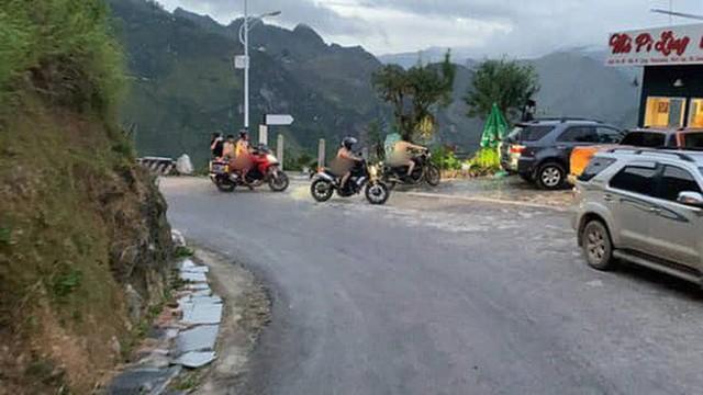 Trưởng Công an huyện Mèo Vạc nói về việc xử lý nhóm đàn ông khỏa thân, làm lố ở Mã Pí Lèng  - Ảnh 2.