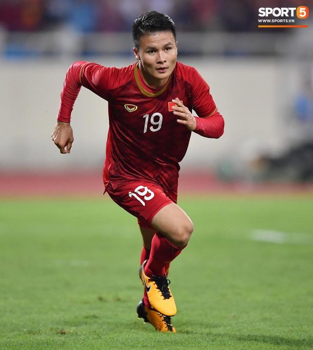Mải mê ăn mừng siêu phẩm của Quang Hải, các cầu thủ Việt Nam bỗng quên mất kế hoạch đặc biệt dành cho Xuân Trường - Ảnh 9.