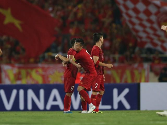 Về nhà, HLV Tan Cheng Hoe 'xổ' bức xúc sau trận thua ở Mỹ Đình - Ảnh 2.