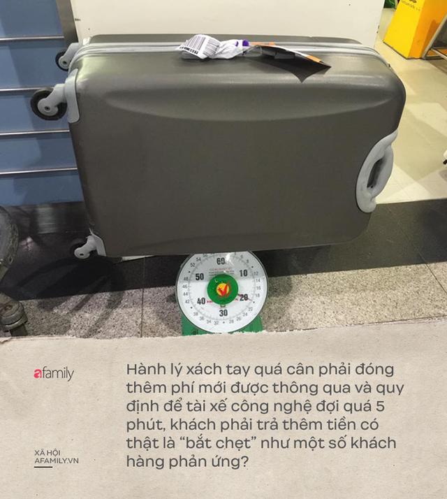 """Cân lại hành lý trước khi ra tàu bay, đợi quá 5 phút tính phí: """"Bắt chẹt"""" khách hàng hay chuyện cứ làm đúng thì ngại gì quy định? - Ảnh 1."""