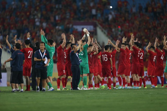 Về nhà, HLV Tan Cheng Hoe 'xổ' bức xúc sau trận thua ở Mỹ Đình - Ảnh 3.