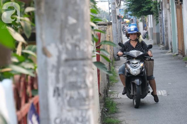 Phố đường Tàu ở Sài Gòn: Hàng rào kiên cố, người dân vui vẻ... trồng rau, nuôi gà, chụp hình sống ảo - Ảnh 12.