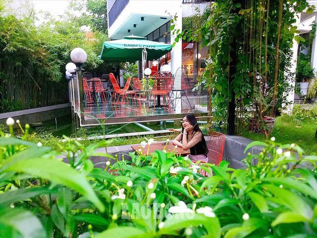 Giới trẻ Sài Gòn khám phá uống cà phê trong... cống - Ảnh 10.