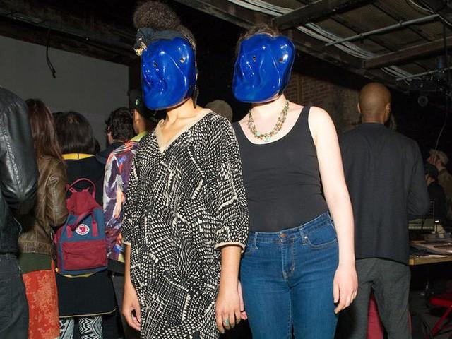 Muôn hình vạn trạng kiểu thời trang ngăn chặn công nghệ giám sát nhận diện gương mặt - Ảnh 11.