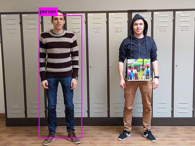 Muôn hình vạn trạng kiểu thời trang ngăn chặn công nghệ giám sát nhận diện gương mặt - Ảnh 10.