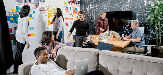 Quay lưng với hàng tỷ đô từ mạng xã hội tỷ dân để khởi nghiệp từ đầu, nhà đồng sáng lập Facebook lọt top 400 người giàu nhất nước Mỹ, sánh vai cùng Mark Zuckerberg - Ảnh 2.