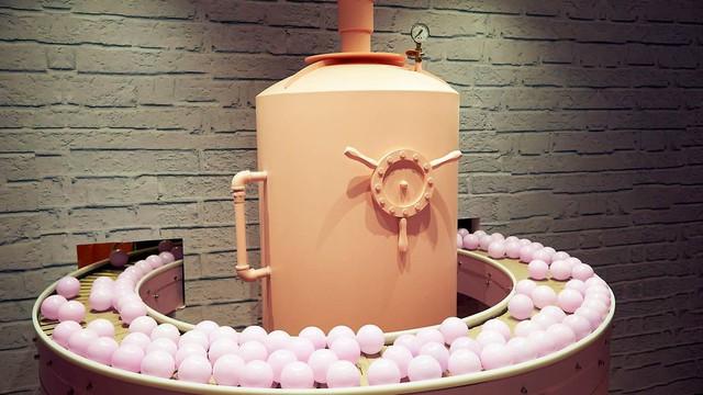 Bảo tàng trà sữa đầu tiên trên thế giới: Ngập tràn màu hồng và tím, lọt hố trân châu khổng lồ hơn 100.000 viên và nhiều trải nghiệm thú vị khác - Ảnh 2.