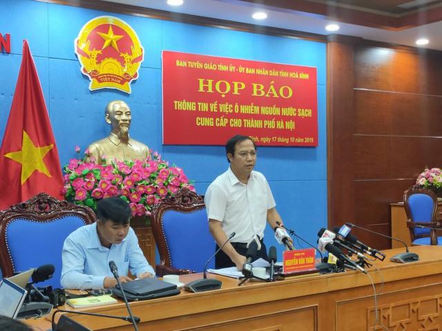 NÓNG: Đang họp báo vụ nước sinh hoạt ở Hà Nội nhiễm dầu, đã có quyết định khởi tố vụ án hình sự - Ảnh 1.