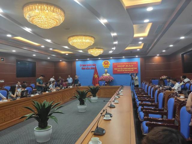 NÓNG: Đang họp báo vụ nước sinh hoạt ở Hà Nội nhiễm dầu, đã có quyết định khởi tố vụ án hình sự - Ảnh 2.