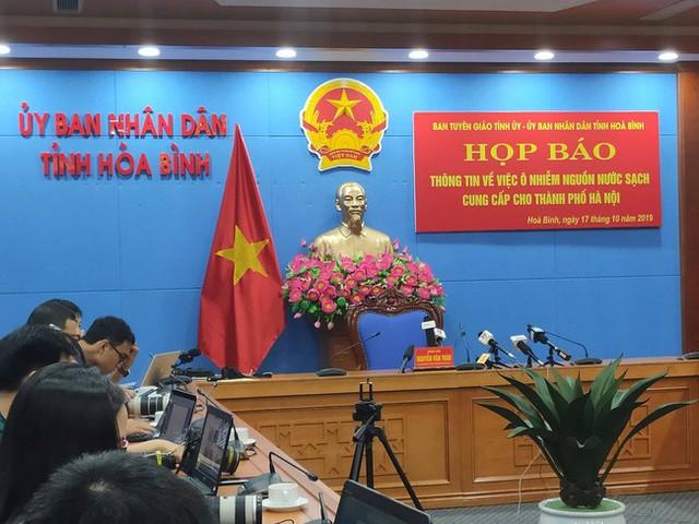 NÓNG: Đang họp báo vụ nước sinh hoạt ở Hà Nội nhiễm dầu, đã có quyết định khởi tố vụ án hình sự - Ảnh 3.