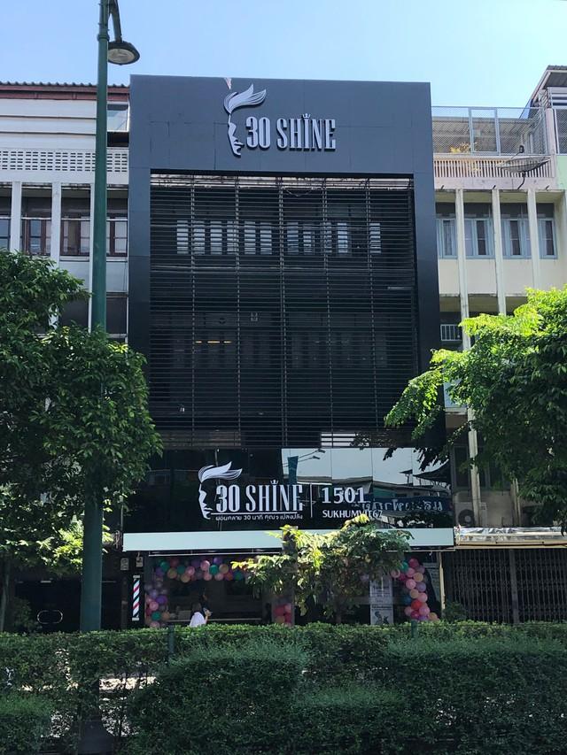 Chuỗi tóc nam 30Shine vừa mở chi nhánh đầu tiên ở Thái, khách đông nườm nượp chẳng kém gì Việt Nam - Ảnh 3.