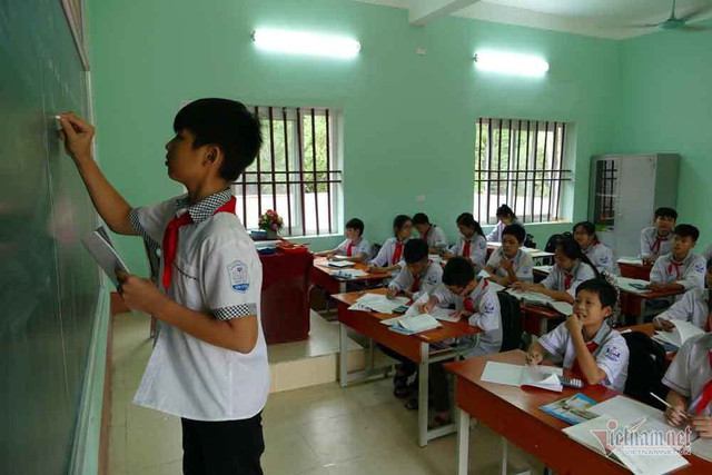 Học sinh trường làng chế tạo máy cấy lúa khiến nhiều người kinh ngạc - Ảnh 4.