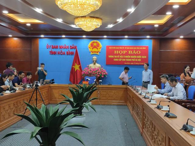 NÓNG: Đang họp báo vụ nước sinh hoạt ở Hà Nội nhiễm dầu, đã có quyết định khởi tố vụ án hình sự - Ảnh 4.
