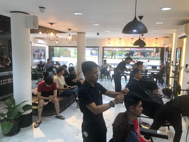 Chuỗi tóc nam 30Shine vừa mở chi nhánh đầu tiên ở Thái, khách đông nườm nượp chẳng kém gì Việt Nam - Ảnh 5.