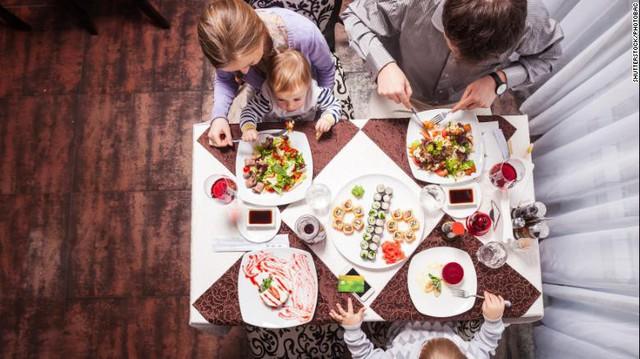 CNN công bố báo cáo điều tra tại Mỹ: 160/168 mẫu thử thực phẩm cho trẻ sơ sinh nhiễm kim loại, nguy cơ ảnh hưởng đến sự phát triển não bộ của trẻ - Ảnh 4.