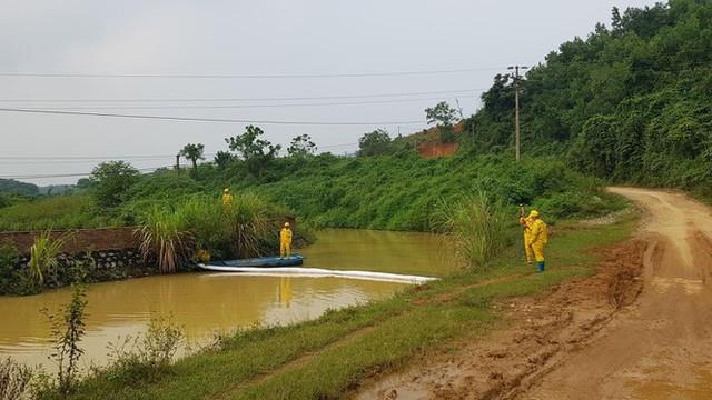 Chuyên gia xuyên đêm xử lý ô nhiễm đầu nguồn nước sông Đà - Ảnh 1.