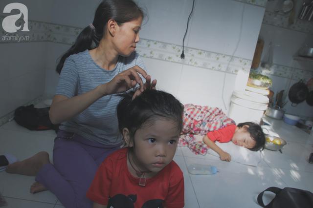 Nụ cười của người mẹ một mình nuôi 7 đứa con ở Sài Gòn: Tiền có thể ít nhưng tình cảm dành cho con thì chưa bao giờ là ít cả - Ảnh 1.